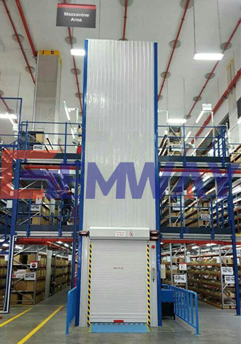 goods lift with door