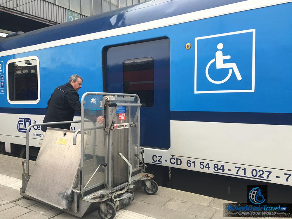 -train-wheelchair-lift