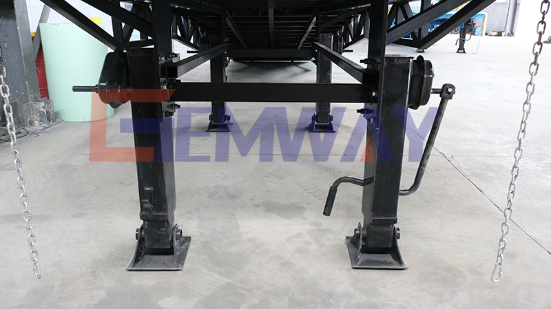 supporting legs of yard ramp