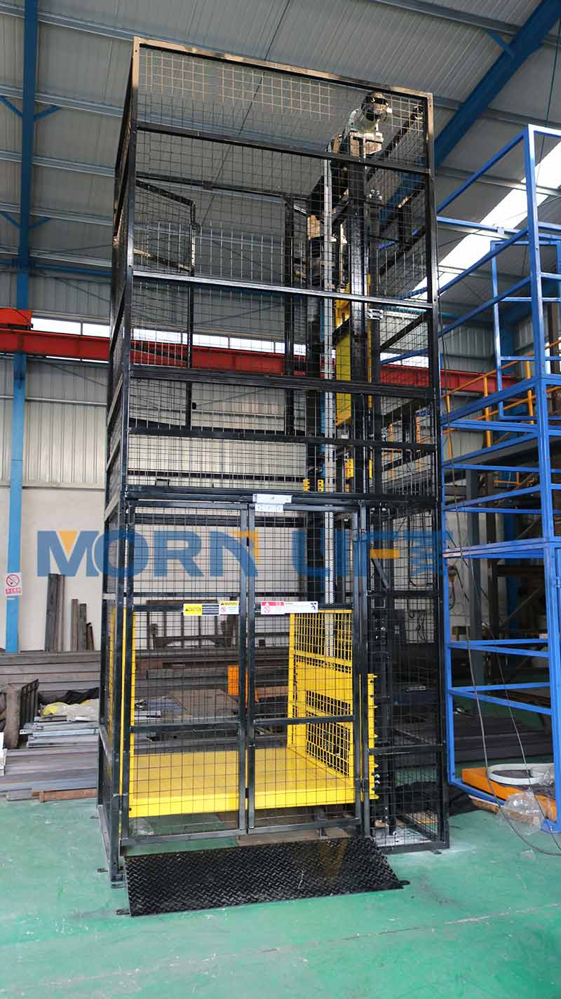 Fully caged cargo lift with mesh