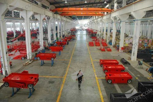 Self-propelled scissor lift volume production