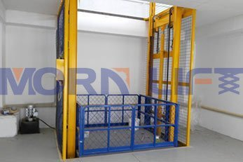 Hydraulic rail cargo elevator can be raised from the ground to any position quickly